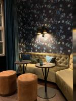 dining room mural with floral wallpaper