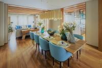 Dining room with teal and gold colors